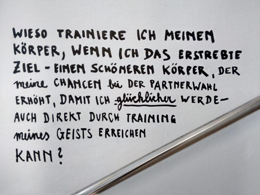 """Ausstellung """"Happy Show"""" von Stefan Sagmeister. Wien, 2016"""